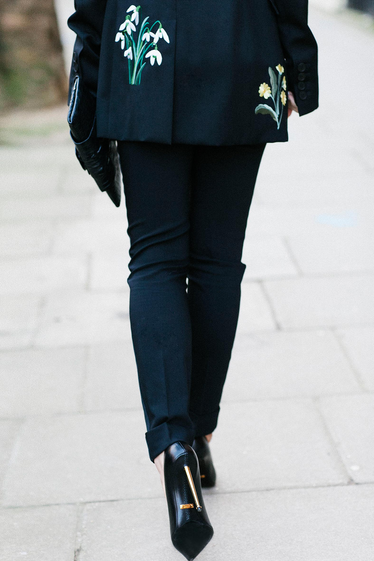 Tuxedo. 7 More Minutes. London fashion blog by Alyona Prykhodko. Daily fashion. London. Spring. Alyona is wearing Stella McCartney jacket, trousers by D&G, heels by Tom Ford, all jewellery by Sybarite. www.7moreminutes.com